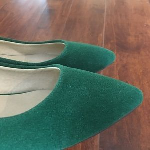 Shoes - 🌼🌷💐🥿 Adorable green, low-wedge shoes.